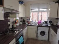 One double bedroom available in a 2 bedroom Flat