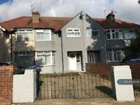 3 bedroom house in Ruislip Road, Greenford, UB6 (3 bed) (#1221346)