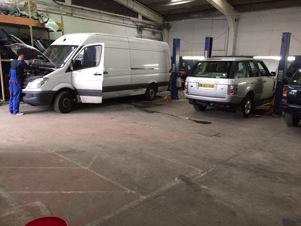 Workshop garage Ramp/Lift to hire/ rent in Barking, East London, for DIY or professional mechanics