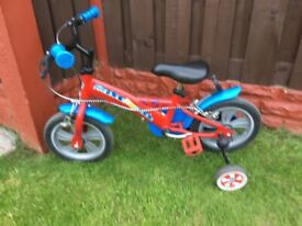 Boys bike paw patrol like new with stabilisers can deliver for a small charge