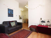**IDEAL FOR STUDENTS** A large 2 double bedroom flat seconds from Camden High Street & Mornington Cr