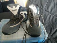 Unworn Hi tec walking boots size 6, blue/ grey