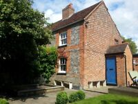 Delightful Furnished 2 Bedroom Victorian Cottage with Beautiful Garden in Picturesque Market Town
