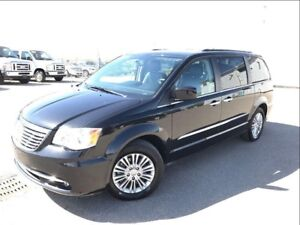 2015 Chrysler Town & Country Touring-LEATHER-DVD