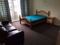 MASTER DOUBLE ROOM WITH PRIVATE LIVING ROOM IN PERFECT LOCATION AVAILABLE NOW
