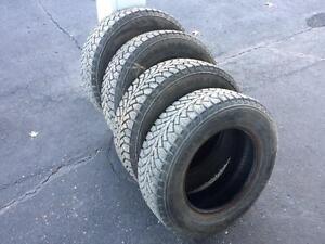 4 pneus 185/70/14 hiver Nokian
