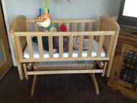 Rocking Crib including Mattress and Fitted Sheet