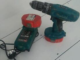 Makita 18v battery hammer drill with 2 batteries and charger