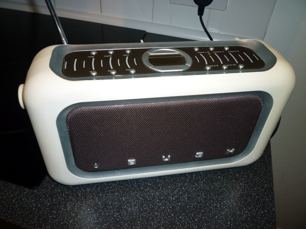 retro bush stereo dab and fm digital radio with bass boost in poole dorset gumtree. Black Bedroom Furniture Sets. Home Design Ideas