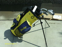 DUNLOP JUNIOR GOLF CLUBS IN STAND BAG SUIT 8 YEARS +