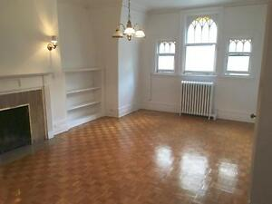 3479 Stanley downtown 3 1/2 3.5 available now, fireplace, McGill
