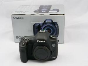 Canon 5D mark III body only in GREAT CONDITION BOXED