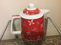 Beautiful red teapot in very good condition only £4