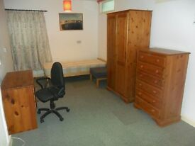No agency fees...Large room in Woodville Road, Cathays for professional person