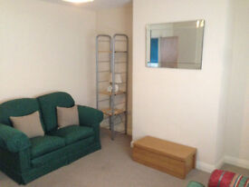 STUDENT HOUSE TO RENT 3 BEDS - 1 MILE FROM UNIVERSITY