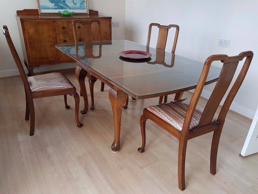 Dining Table with 4 Chairs in VERY good condition GLASS TOP