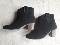 Black suede heeled boots worn once size 7
