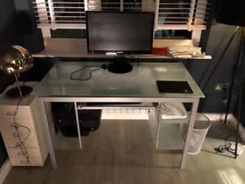 Dwell desk