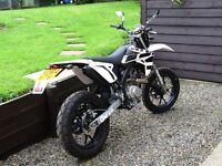 Spanish Rieju mrt 125 Motorcycle