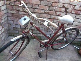 Vintage Raleigh 1960s Trent Tourist ladies bicycle 3 speed 20.5 inch bike frame