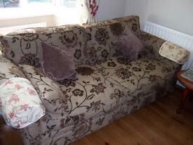 Three seater settee resonable condition