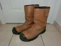 oil resistant Men's boots in UK size 11