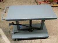WESCO LIFT TABLE – 1,000 Lbs. Capacity – Hydraulic Foot Pump