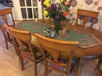 Extendable dining table with 6 chair