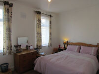 EXTRA LARGE DOUBLE ROOM TO RENT NEAR MARYLAND & STARTFORD STATION *** LESS DEPOSIT**