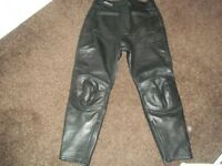 Ladies Ashman leather motor bike trousers size 16 Black