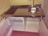 All-in-one-kitchen - freestanding unit with fridge, hob/cooker, cupboard and sink