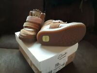 Clarks Girls Boots Size 4.5f