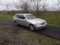 MERCEDES C200 ELEGANCE AUTO EST. 2 OWNERS 61,000 MILES FSH. 5 MONTHS MOT. LUXURY DRIVE.