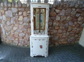 CORNER DISPLAY CABINET SHABBY CHIC FINISH / VERY NICE CONDITION