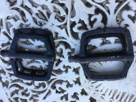 Dmr bike pedals hardly used some scratches from display only.