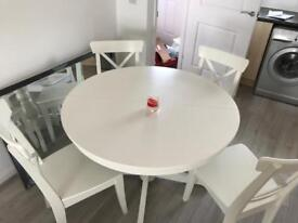 White extendable table