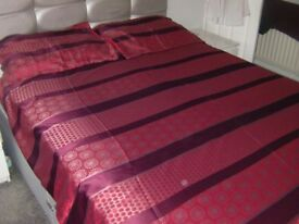 King Size polyester/cotton reversible Duvet cover and 2 matching pillow cases.