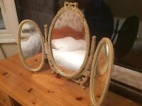 Dressing table 3 way mirror