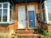 *ONE BEDROOM TO LET*WARWICK ROAD*WALKING DISTANCE TO THE TRAIN STATION*AVAILABLE IMMEDIATELY