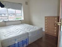 TWIN ROOM 5 MIN WALK FROM CANNING TOWN STATION ZONE 2