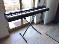 digital piano roland F-20 + roland DP-10 damper pedal + support