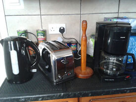 Kettle, toaster, coffee maker and a kitchen tissue holder bundle. £10 the lot