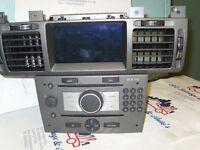 2007 VAUXHALL VECTRA RADIO/CD PLAYER WITH SAT NAV