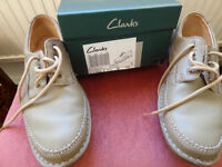 Clarks brown leather lace up casual shoes – size 9