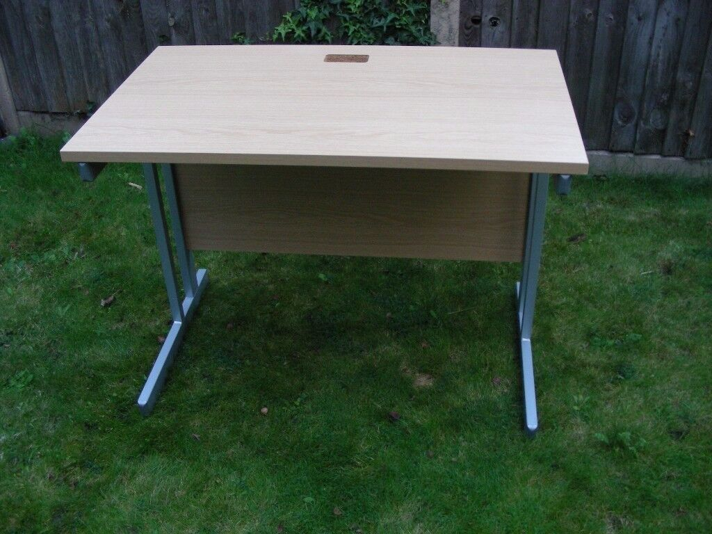 MAPLE SMALL HOME OFFICE COMPUTER STUDY DESK WITH MODESTY PANEL & METAL LEGS