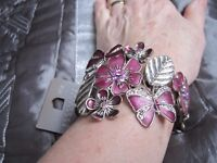 SELECTION OF COSTUME JEWELLERY - 5 BANGLES/NECKLACE-BRACELET SET - SOME NEW