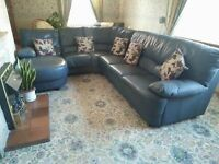 Superb 7-seater sofa and 2 matching armchairs