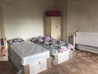 Extra large double room to share