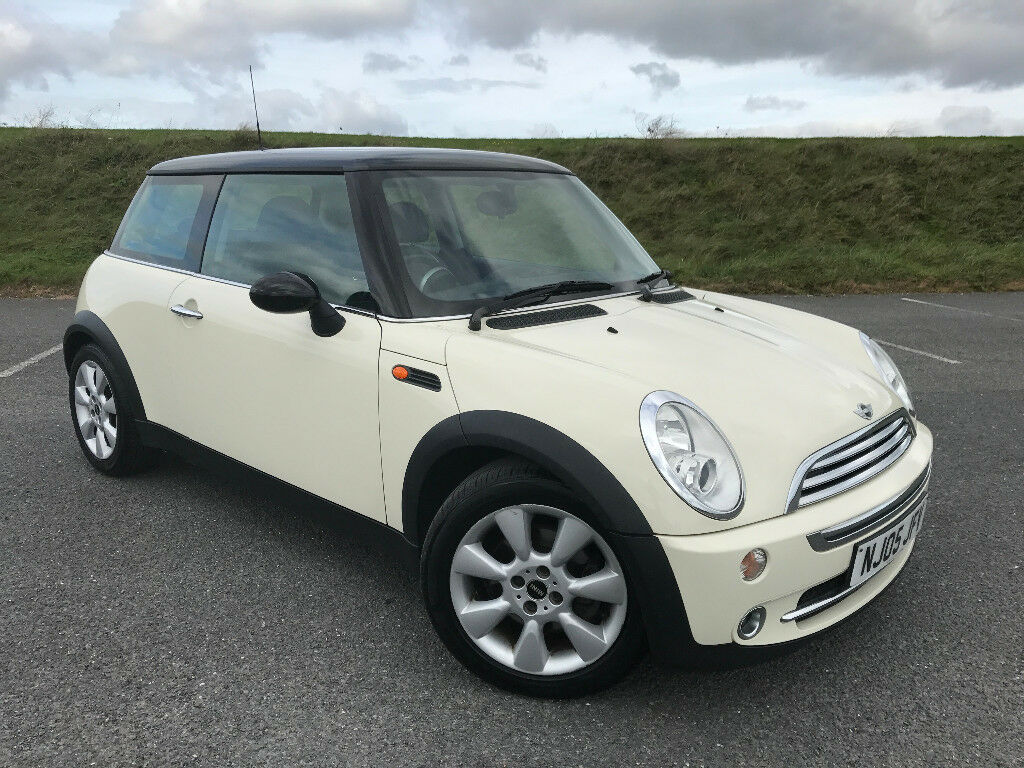 STUNNING LOW MILEAGE MINI WITH PANORAMIC SUNROOF FINISHED IN WHITE AND FULL SERVICE HISTORY!