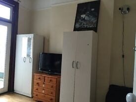 A double room to rent in Leytonstone, Fairlop Road including Bills
